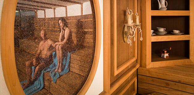 Sauna mit hölzerner Vertäfelung
